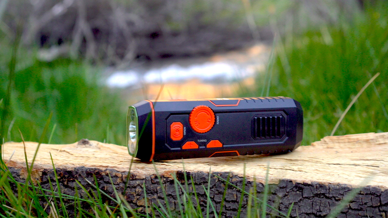RECHARGEABLE EMERGENCY RADIO FLASHLIGHT